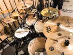 My office today Beat Em Up, How To Play Drums, Drummer Boy, Drum Sets, Guitars, Note, Instagram, Musica, Percussion