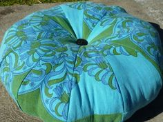 A #tutorial for a pouf made from a #repurposed #tablecloth