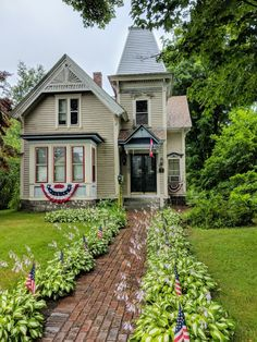 Hubbardston Massachusetts Houses Houses, House Plans With Photos, Victorian Architecture, Victorian Houses, Historic Homes, Fixer Upper, Dream Homes, Curb Appeal, Landscape Design