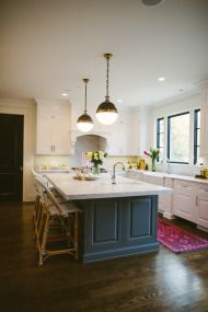 Classic Chic Home in Chicago – white ceiling cabinets and black island