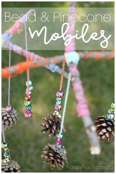 Mit Zweigen und Kienäpfeln basteln // Natural twig and pinecone mobiles for kids to make. - Happy Hooligans