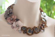 Купить Колье вышитое бисером с цветами и аммонитами, бронзовое, коричневое - коричневый, колье