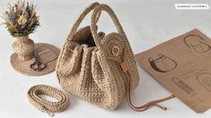 Crochet Cord, Diy Crochet, Crochet Crafts, Cordon Crochet, Confection Au Crochet, Handmade Purses, Crochet Handbags, Yarn Projects, Knitting Yarn