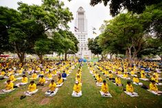 Falun Gong practitioners meditate in a park next to City Hall in Los Angeles on Oct. 15, 2015. (Edward Dye/Epoch Times)