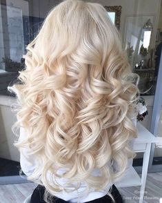 Elstile Wedding Hairstyles for Long Hair / http://www.deerpearlflowers.com/wedding-hairstyles-for-long-hair/4/ #weddinghairstyles