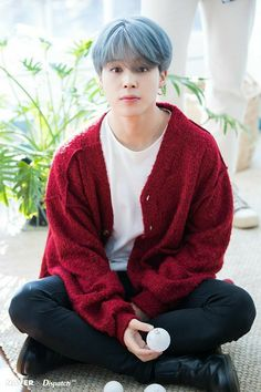Jimin (BTS) charismatic yet adorable BTS collaborated with Dispatch to produce sweet photos as a special Christmas present for fans. Who: Jimin (BTS) Bts Jimin, Bts Bangtan Boy, Bts Boys, Bts Taehyung, Jhope, Park Ji Min, Bts 2018, Yoonmin, K Pop