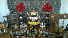 Decoração Rústica Boteco,mesa,aparador,cubos laterais,bolo fake,placa chalkboard e acessórios diversos