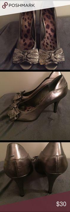 Silver Gianni Bini Bow Heels 3 in heels! Worn a few times. Super cute and comfortable. Minor scuff on left back. Peep toe. Gianni Bini Shoes Heels