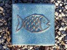 Motiv Pflasterstein Fisch in taubenblau - Gärten für Auge & Seele