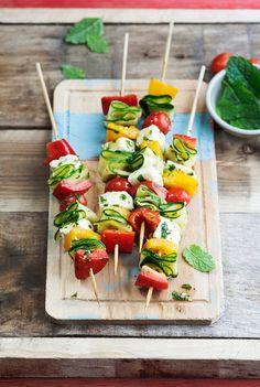 Gemüse-Käsespieße mit Halloumi | http://eatsmarter.de/rezepte/gemuese-kaesespiesse
