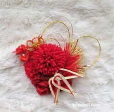 縦約15cm×横約14cmです。大きさは前後致します。お花はすべて造花です。造花・・・マム・ミニバラ・ラン手作り・・・ハートライン・竹・松・花の結び(水引)です。コーム付きです。ご注文後3日ほどで発送…