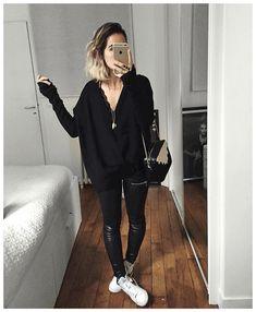 «Tout noir et superpostion de cols V : Pull laine sur Tshirt laine sur body dentelle ⚫️ • Knit & Leather #eponymcreation (from @meleponym) • Wool Shirt…»