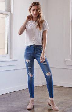 Hooked on Island Blue Ripped Ankle Zip Jeggings that I found on the PacSun App Superenge Jeans, All Jeans, Girls Jeans, Girl Outfits, Casual Outfits, Cute Outfits, Fashion Outfits, Cute Fashion, Girl Fashion