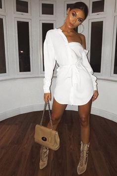 Shirt Dresses are Popular Right Now Sexy shirt dress outfit for a night of partying Oversized Shirt Outfit, Oversized White Shirt, White Shirt Outfits, Dress Outfits, Fashion Dresses, White T Shirt Dress, Dress Shirt, Night Out Outfit, Night Outfits