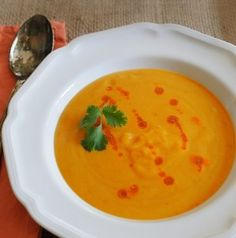 Say goodbye to winter with a gorgeous bowl of curried butternut squash soup...like a bowl of sunshine!  http://oracibo.com/recipe/curried-butternut-squash-soup/