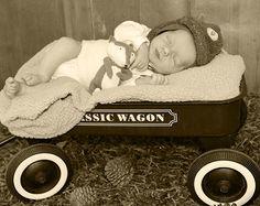 Vintage Little Fox Sleeping Vintage Fox, Little Fox, Forest Friends, Friend Photos, Children Photography, Toddler Bed, Photoshoot, Boys, Child Bed