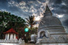 Unawatuna, Sri Lanka (www.secretlanka.com)