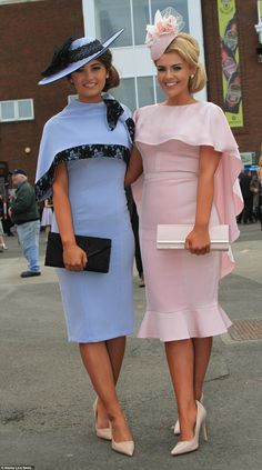 put on a stylish display for Ladies Day Two friends looked stunning in pastel dresses with cape detailing .racegoers put on a stylish display for Ladies Day Two friends looked stunning in pastel dresses with cape detailing . Race Day Outfits, Derby Outfits, Races Outfit, Horse Race Outfit, Ascot Outfits, Ladies Day Outfits, Woman Outfits, Races Fashion, Fashion Outfits