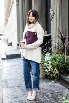 BOYFRIEND JEANS + CHUNKY KNIT (2) What Should I Wear Today, The New Classic, Autumn Winter Fashion, Winter Style, Fall Fashion, Jeans With Heels, Cozy Sweaters, Dress Codes, Street Style Women