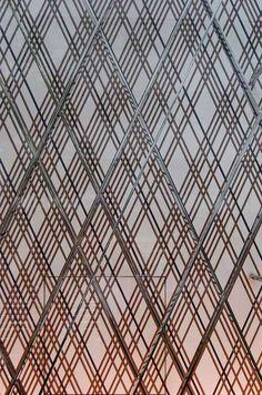 ルイ・ヴィトンヒルトンプラザ店 写真一覧/乾久美子 Partition Design, Facade Design, Design Design, Screen Design, Japanese Door, Art Deco Furniture, Painting Furniture, Furniture Design, Lattice Screen