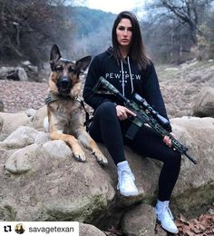 Gals with Guns & Bows Us Marines, Girls Who Hunt, Outdoor Girls, Female Soldier, Military Women, N Girls, Badass Women, Guns And Ammo, Bomber Jacket