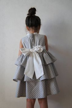 Flower girl dress with 3 layers of ruffles. Made from natural cotton. This dress goes together with the SASH ( big belt-bow)  Perfect for special occasions.  Fabric: 100% cotton ( Italian Poplin )  SIZE GUIDE:  Size 2-3 Height: 98 cm / 39 inch Chest: 57 cm / 22,5 inch  Size 4 Height: 104