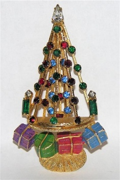 Warner Christmas Tree Pin