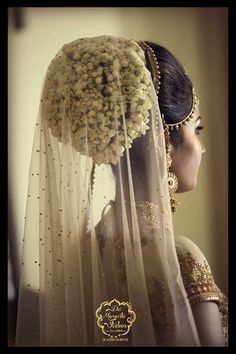 Photo of Bridal bun with flowers and attached dupatta – Bun Hairstyles Bridal Hairstyle Indian Wedding, Bridal Hair Buns, Bridal Hairdo, Indian Bridal Hairstyles, Indian Bridal Makeup, Short Wedding Hair, Headpiece Wedding, Unique Hairstyles, Bride Hairstyles