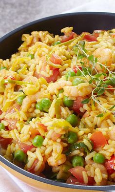 Paistettu riisi paellan tapaan | Maku Coconut Rice, Tasty, Yummy Food, Paella, Pasta Salad, Food And Drink, Ethnic Recipes, Koti, Turmeric
