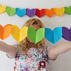 DIY Paper Heart Garland from Studio DIY here. I'd use good quality paper so after you put in the work of making this garland you can use it again. For more heart DIYs go here. Kids Crafts, Valentine Crafts For Kids, Valentines, Paper Heart Garland, Paper Garlands, Rainbow Paper, Rainbow Parties, Heart Party, Diy Papier