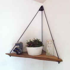 65 DIY Floating Corner Shelve for Living Room Decor Ideas - frontbackhome - Smart Decoration Ideas Diy Hanging Shelves, Floating Shelves, Hanging Rope, Floating Wall, Floating Corner Shelf, Corner Plant Shelf, Floating House, Garage Halloween, Corner Shelves Living Room
