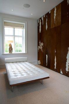 Stine Heilmann cowhide wall panels interiors architecture interior design art sorsluxe mirrors panneaux muraux en daim et cuir