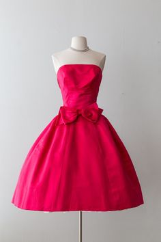 Xtabay Vintage Clothing Boutique - Portland, Oregon: Dress Archive, May 2019 Through June 2019 Vintage Gowns, Vintage Outfits, Vintage Fashion, Vintage Clothing, Clothing Ideas, Floral Applique Dress, Silk Floral Dress, Red Lace Prom Dress, Strapless Dress Formal