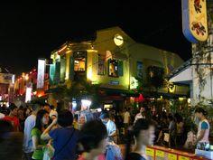 Maleisië-Jonker's Walk, Malacca. Antiekwinkels en souvenirs, gezellige avondmarkt en dansen in het weekend