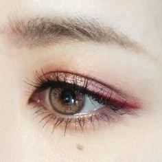 いいね!1,089件、コメント6件 ― DAZZSHOP official Instagramさん(@dazzshop_official)のInstagramアカウント: 「#DAZZSHOP_makelesson 艶めきレッドシャドウにピンクのラインをトッピング!おしゃれな色気が漂います…」