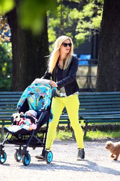 Italian TV anchor Michelle Hunziker and her fiancée Tomaso Trussardi were spotted heading out for a joyride. The happy family is ready for spring with the colourful CYBEX by Jeremy Scott Callisto.