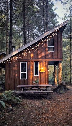 Sharing my obsessive love of rustic cabin life through photos and art I have collected. Tiny House Cabin, Tiny House Living, Small House Plans, Cabin Homes, Tiny Homes, Cabin Design, Tiny House Design, Wood Design, Cabins In The Woods