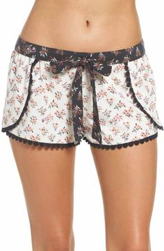 Shorts with an overlap ( patterns + life hacks + inspiration ideas) 18 pictures Sleepwear Women, Lingerie Sleepwear, Loungewear, Nightwear, Pyjamas, Boho Shorts, Lace Shorts, Pijamas Women, Summer Outfits