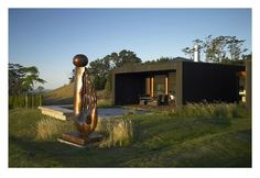 Paul Dibble sculpture in the foreground. Residential Architecture, Amazing Architecture, Pole House, Flat Roof House, Bay News, Best Architects, House And Home Magazine, New Zealand, Beach House