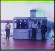 Sur le rouf du bateau à vapeur «Sheksna» du ministère des communications et des transports. Empire russe - Bibliothèque numérique mondiale...