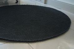 Crocheted round cotton grey rug/carpet fi 140cm/55 by nebozuri