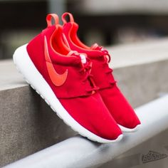 ROSHE RUNS Kids size 5.5y makes it a women's 7-7.5. Great condition! Highest offer takes it. Like new condition Nike Shoes Sneakers