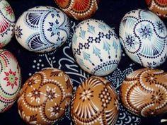 Sorbische Ostereier Egg Tree, Ukrainian Easter Eggs, Egg Crafts, Egg Designs, Easter Traditions, Coloring Easter Eggs, Egg Decorating, Rock Crafts, Lego