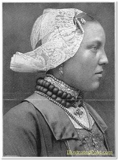 West Friesian Costume: Young Woman Wearing a Lace Cap. 1916 #WestFriesland #NoordHolland