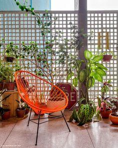 Conheça o interior de um apartamento integrado no prédio Copan, um marco da arquitetura de Oscar Niemeyer no centro de São Paulo.