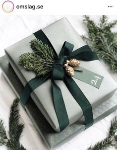 Wrapping Gift, Elegant Gift Wrapping, Gift Wraping, Creative Gift Wrapping, Christmas Gift Wrapping, Wrapping Ideas, Christmas Mood, Noel Christmas, Merry Little Christmas