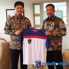 Perkumpulan Sepakbola Sosial Uni Papua diterima Menpora di kantor Menpora. unipapua.net/ceo-uni-papua-bersama-menpora-ri/-AH-