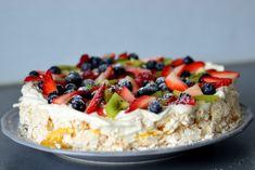 Bakekona - Lidenskap for en sunn livsstil Cookie Desserts, No Bake Desserts, Cooking Contest, Norwegian Food, Norwegian Recipes, Scandinavian Food, Berry Cake, Pavlova, Rice Krispies