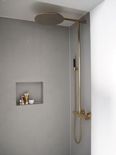 Gold shower tapware