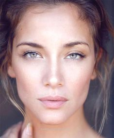 13 Gorgeous Natural Makeup Tutorials   HelloNatural.co http://www.beautyandfashion.top/2017/08/04/13-gorgeous-natural-makeup-tutorials-hellonatural-co/